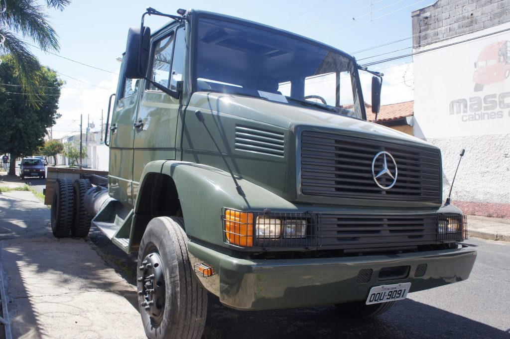 Mercedes bicudo exercito cabine dupla Mascarello Cabines